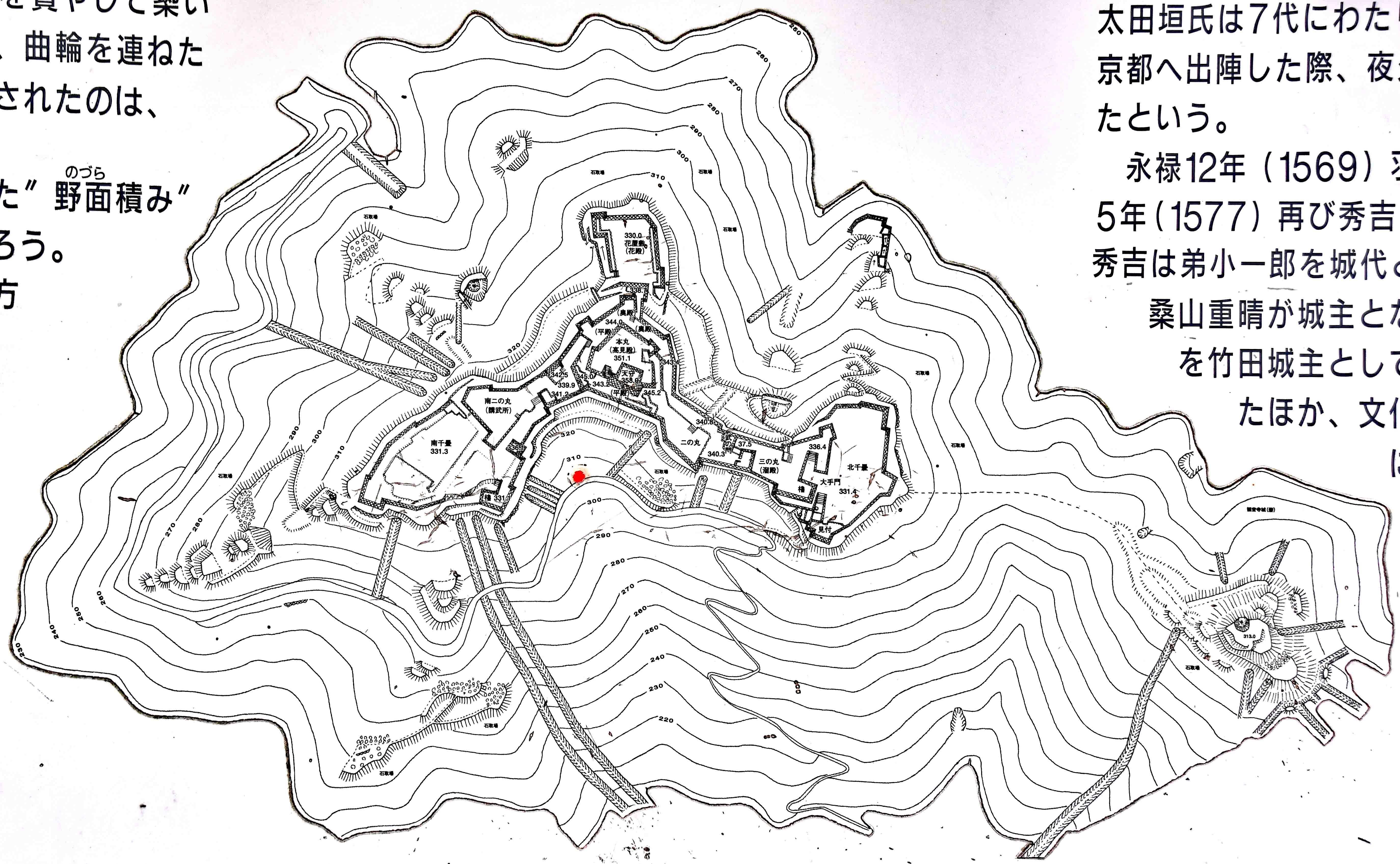 現地説明板より 竹田城縄張り図