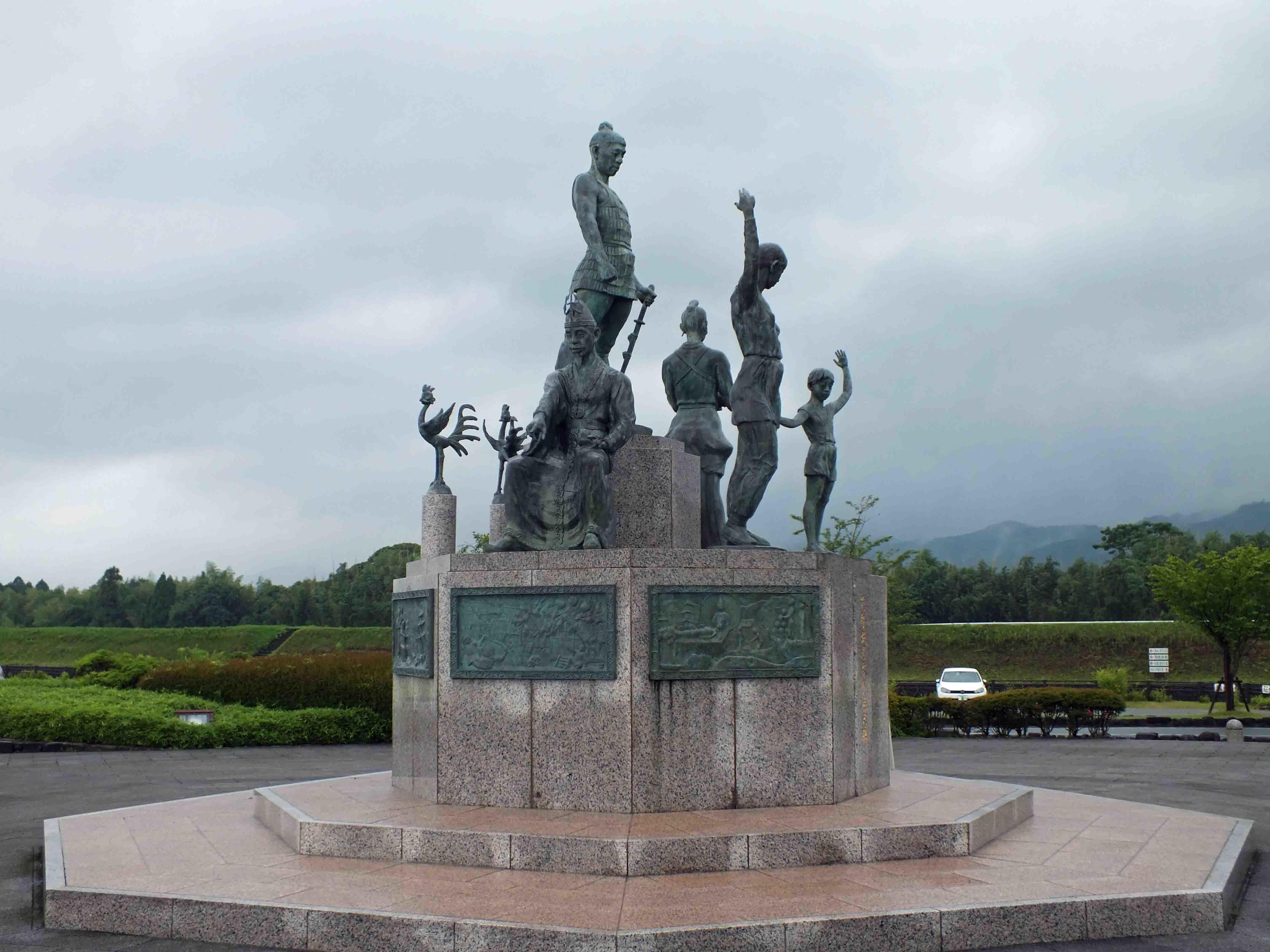 麴池 石像