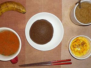 チョコパンケーキ,サラダ(キャベツ、レタス、トマト)青紫蘇・オリーブオイル,スクランブルエッグ,バナナ,コーヒー
