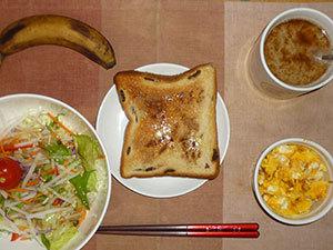イチゴジャムトースト,サラダ(キャベツ,大根、レタス、トマト)オリーブオイル,青紫蘇,スクランブルエッグ,バナナ,コーヒー